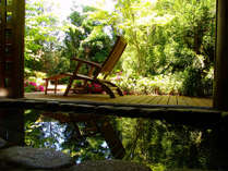 """【庭園大浴場】心地よい風、肌を優しく潤す下呂の湯・・・。""""極上の湯の贅""""をお楽しみください"""