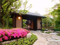 【外観】 静寂の宿へようこそ。―こころ満たされるひとときをお過ごしください―