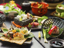 <匠>の名の通り、春夏秋冬の美味を料理人たちが心を込めて逸品に仕上げます。