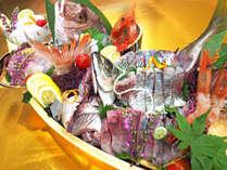 あえて食べきれない程の海鮮を舟盛りにするのは(画像は2人前)残ったお刺身を「漬け」に。