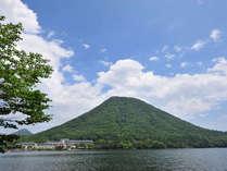豊富な湯量を誇る極上の天然温泉「榛名湖温泉」と美しい表情を映し出す榛名湖へ全室がレイクビュー!