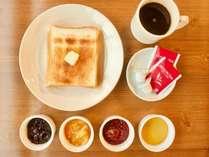 朝食無料でついております。