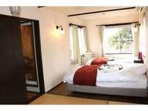 12畳の和洋室。2~5名対応。全部屋にヒノキ風呂が付いてますベットの大きさはセミダブル。