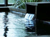 内湯【せせらぎの湯】貸し切りもできます!泉質は保湿効果があるアルカリ単純泉です。美肌効果も♪