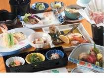 旬を生かした創作和食をゆっくりと部屋食にて季節・宿泊日により料理内容は変更致します