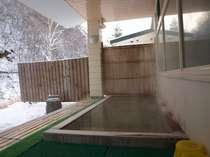 雪の日の朝風呂。