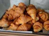 【朝食】焼きたてクロワッサンから始まる、素敵な一日を。