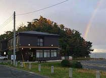 虹が出ています。