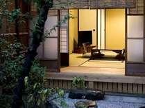 庭から見た一階の和室