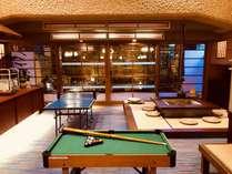 足湯に隣接したオトナのアソビ場。無料で楽しめるミニビリヤードやミニ卓球などがお楽しみ頂けます。