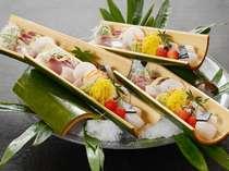涼しげに盛り付けられた、お刺身。ツマまでおいしく食べられる。(例)