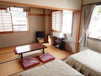 和洋室は自然光が明るい角部屋です。
