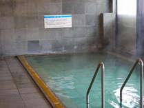 大きな大浴場もございます。朝5時から朝風呂もお楽しみ頂けます。