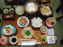 地元・秋田の食材をふんだんに使った会席料理をお楽しみ下さい。