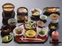 *【食事一例】地元・秋田の食材をふんだんに使った会席料理をお楽しみ下さい。