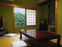 【客室例】ご夫婦やご家族で、和室ならではの落ち着いた風情に包まれながら、のんびりとお寛ぎ下さい。