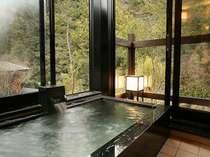 お部屋にある源泉掛け流しのプライベート温泉一例