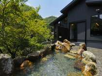 新緑を眺めながら大浴場露天風呂一例
