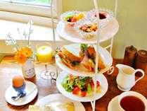 人気の朝食:モーニングアフタヌーンティー。幸せな朝食から幸せな一日を