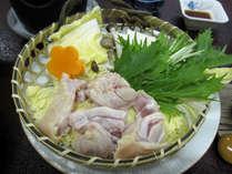 【四万十鶏】ほどよい甘みと食感が大好評のブランド鶏肉です。夏は陶板焼き、冬は特製出汁鍋で召し上がれ。
