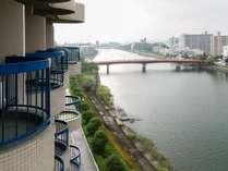 【お部屋】川側|和室/坂本竜馬が泳いだ「鏡川」が望めます