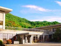 ・【外観】自然豊かな場所にある当館。京都市内とは思えない静かさがございます。