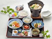 【夕食一例】旬の食材を使った季節の夕食をご用意致します。(洋食になる場合もございます