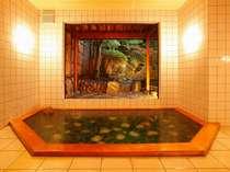 メノウを敷き詰められた湯殿。神秘的な輝きと玉造の美肌の湯をお楽しみください