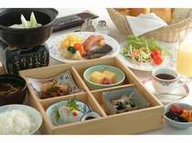 ■和弁当とバイキング料理をセットにした朝食(例)■一日の始まりはバランスのとれた朝食で元気チャージ!