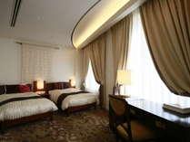 夜景を眺められる高層階に38平米の広々とした部屋をご用意。