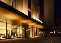 ホテルエントランス(夜)