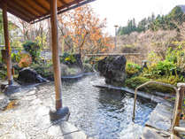 *【露天風呂】毎分300Lの豊富な湯量が自慢の源泉掛け流し温泉です。