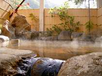 源泉かけ流しの温泉をお楽しみ下さい…