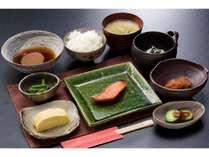 朝食 夕食と違って野菜中心の日本の朝食という感じです。