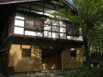 正面玄関 古民家風の建物です。2階は漆喰にしました。