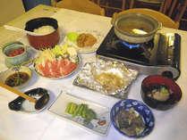 *【夕食例】家庭的な郷土料理。山の幸をぜひご賞味下さい。