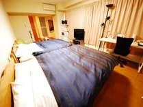 【ツインルーム】約37平米 ダブルベッド2台設置のお部屋です。4名様までのグループのご利用に最適。