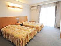 【ツインルーム】シンプルなお部屋は長期の滞在にも