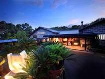 日が落ち暗くなるとバリ島の雰囲気が益々増してきます。