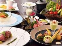 【ディナーイメージ】伊豆の旬な食材をふんだんに使用した創作会席コース料理でございます。