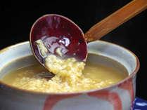 *【茶粥一例】奈良の名物♪香ばしいほうじ茶でお米からじっくり土鍋で炊き込んでいます。