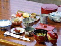 *【朝食一例】優しい味のおかずを少しずつ・・・♪1日の活力を充電してくださいね。