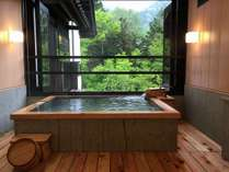 清盛の源泉掛け流し風呂(半露天付き客室)