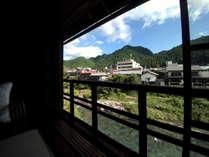 広縁からの吉田川の眺望