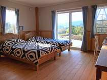 ペンションみなみ風のお部屋は禁煙のツインルーム。26平米あるゆったりとしたお部屋です。