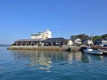 *【外観(海から)】全室オーシャンビュー!青く美しい渚に寄り添うホテル。
