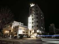 グリーンホワイト8階建て ホテル専用平面駐車場は計35台収容可能です