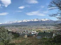 客室・ダイニングルームから一望できる十勝岳連峰