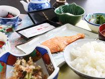 【朝食付】最終チェックイン24時までOK!朝は地元で採れた食材でおいしい手作り朝ごはん♪