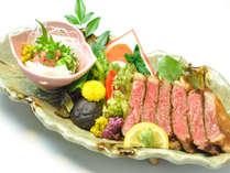 脂肪と赤身肉の調和された風味豊かな安心・高品質な上州牛をわさび醤油で。